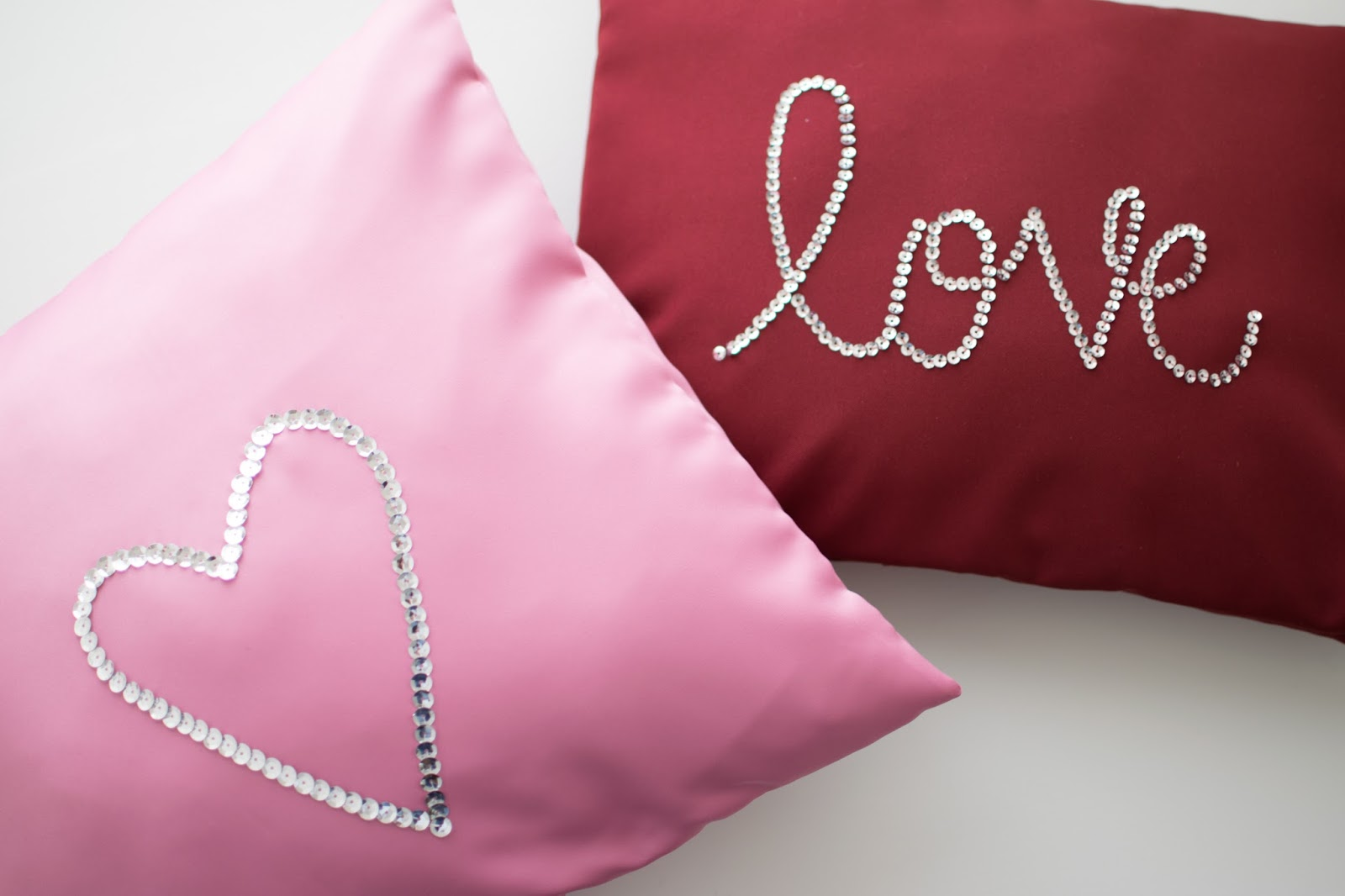 DIY Pillowcase with Overlapping Sequins [Sewing Tutorial]